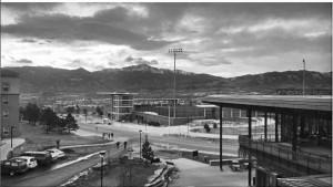 """""""The calm before the storm #notsocalmwiththewindthough #coloradosprings #stormsacomin #uccs #supposedlyabigstorm"""" @kenzielyons97"""